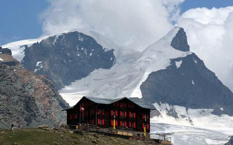 Fluhalp mit Strahlhorn 4190m und Adlerhorn 3988m